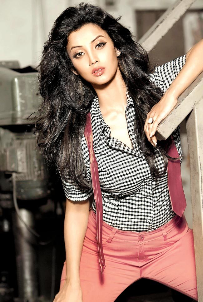 Adaa Khan Hot Images Photoshoot Gallery
