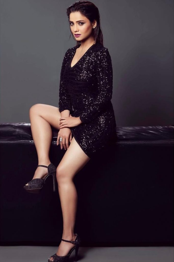 Adaa Khan Sexy Legs Showing Images