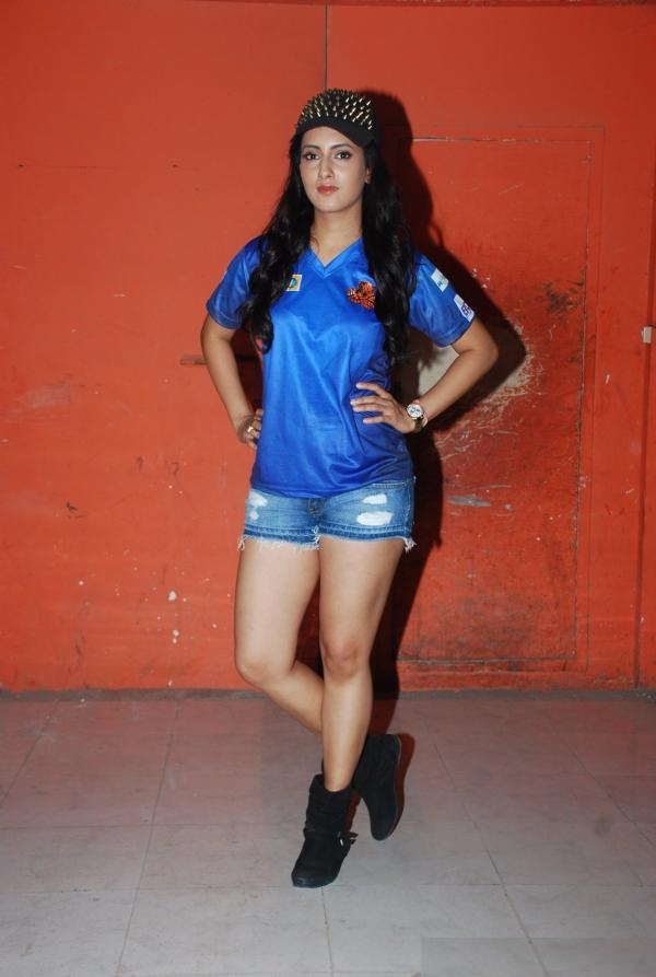 Additi Gupta Hot Images In Shorts Clothes