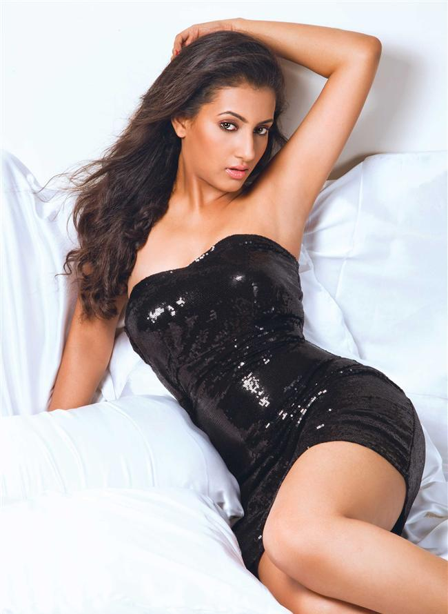 Additi Gupta Sexy Thigh Pics In Shorts