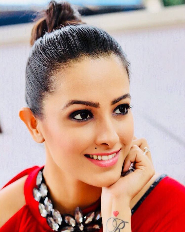 Anita Hassanandani Latest New Full HD Pics