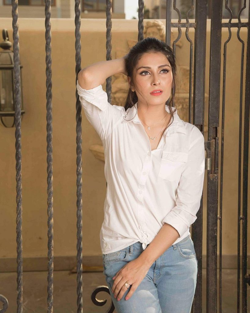 Ayeza Khan Hot Images In Jeans Top