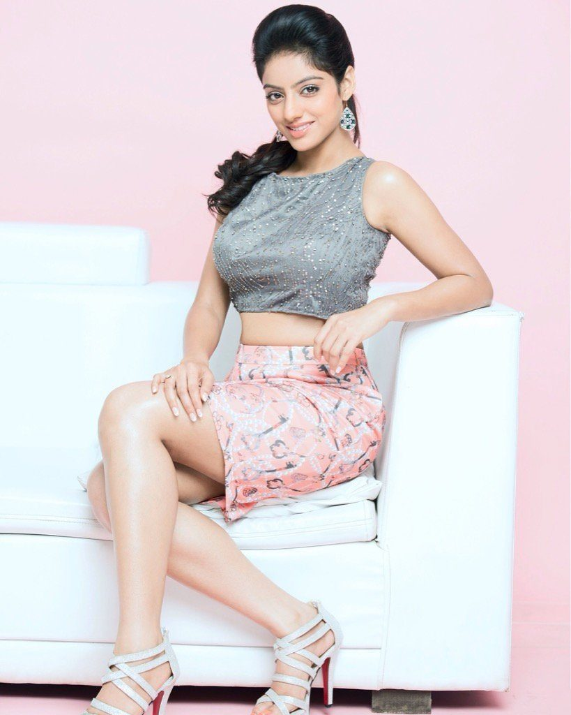 Deepika Singh Hot & Sexy Images In Short Clothes