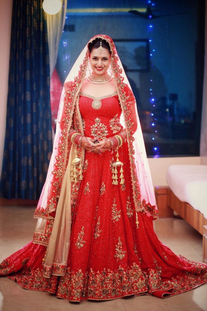 Divyanka Tripathi HD Pics In Gown