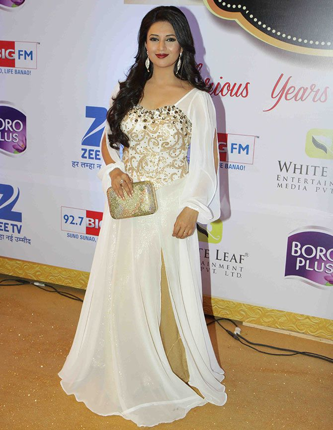 Divyanka Tripathi HD Sexy Pics At Award Show