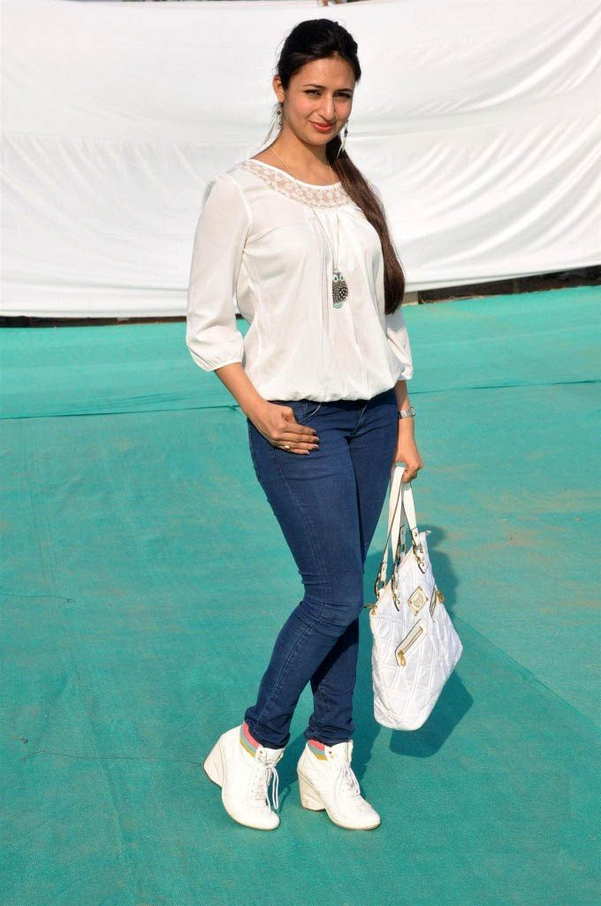 Divyanka Tripathi Hot Pictures In Jeans Top