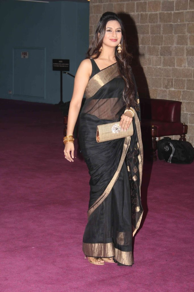Divyanka Tripathi Spicy Navel Wallpapers At Event