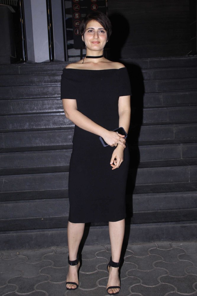 Fatima Sana Shaikh HD Pics In Black Clothes