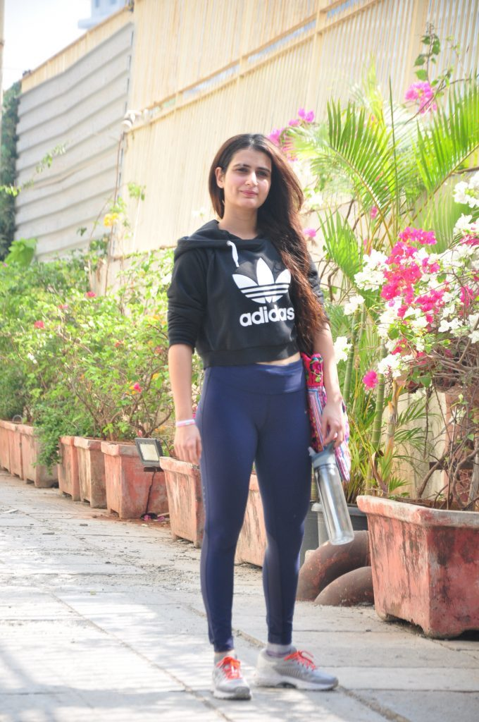 Fatima Sana Shaikh HD Sexy Images Gallery In Jeans Top