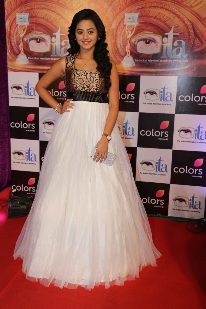 Helly Shah HD Pics In Gown
