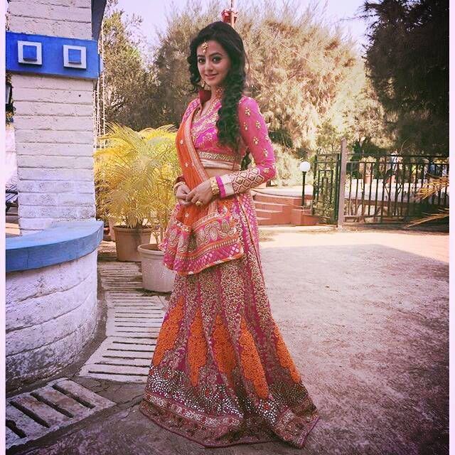 Helly Shah HD Pictures