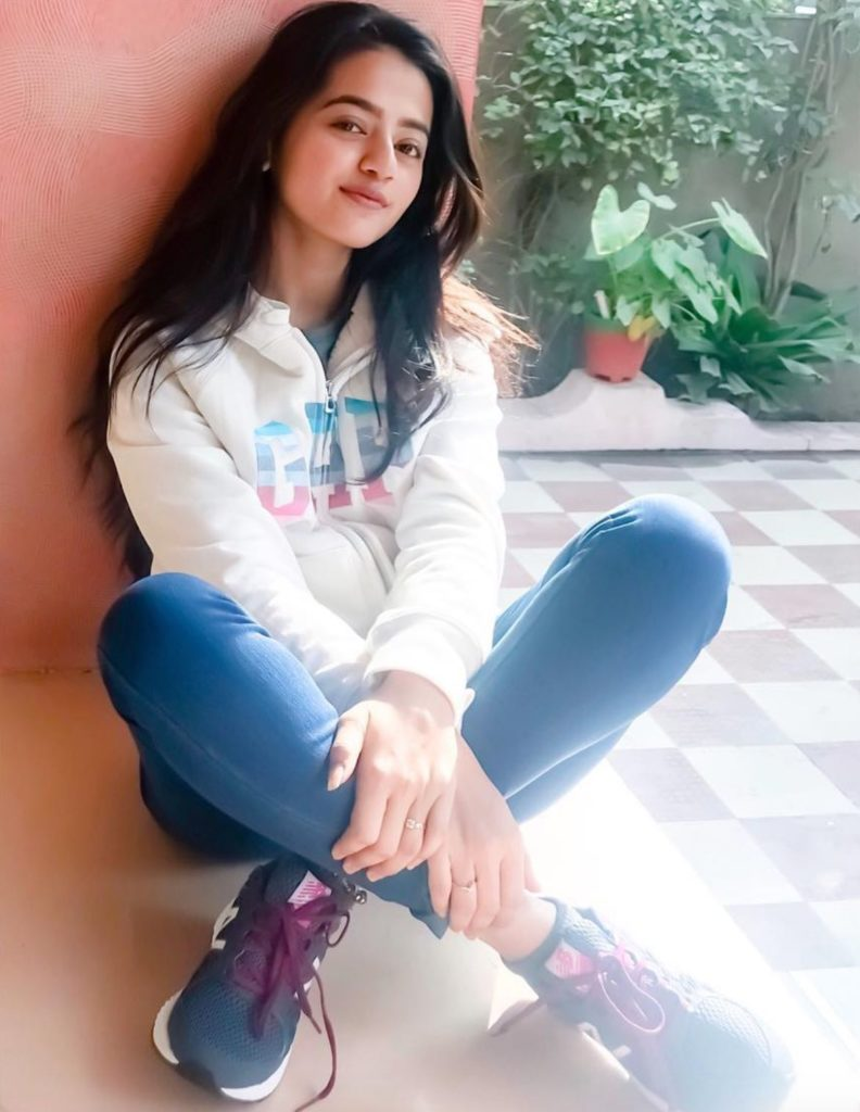 Helly Shah Hot Images In Jeans Top