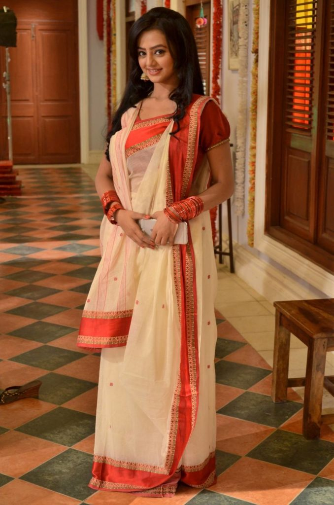 Helly Shah Hot Images In Saree