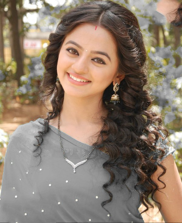 Helly Shah Images Pics Full HD