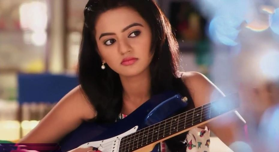 Helly Shah Sexy Pics Download
