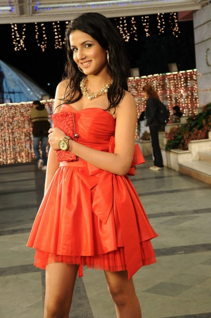 Jasmin Bhasin Hot Pictures