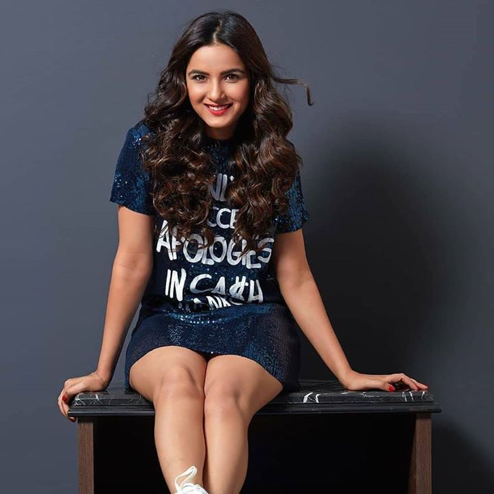 Jasmin Bhasin Sexy Thigh Pictures In Undergarments