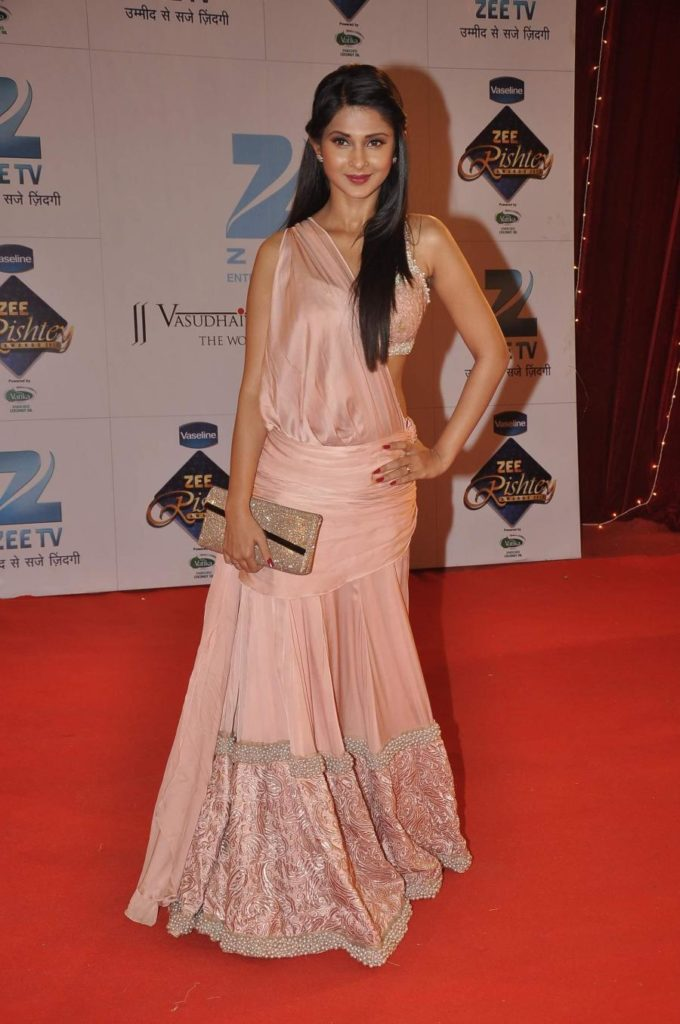 Jennifer Winget HD Pics At Award Show