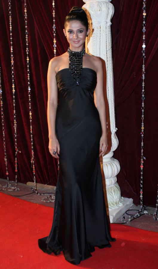 Jennifer Winget HD Pics In Gown