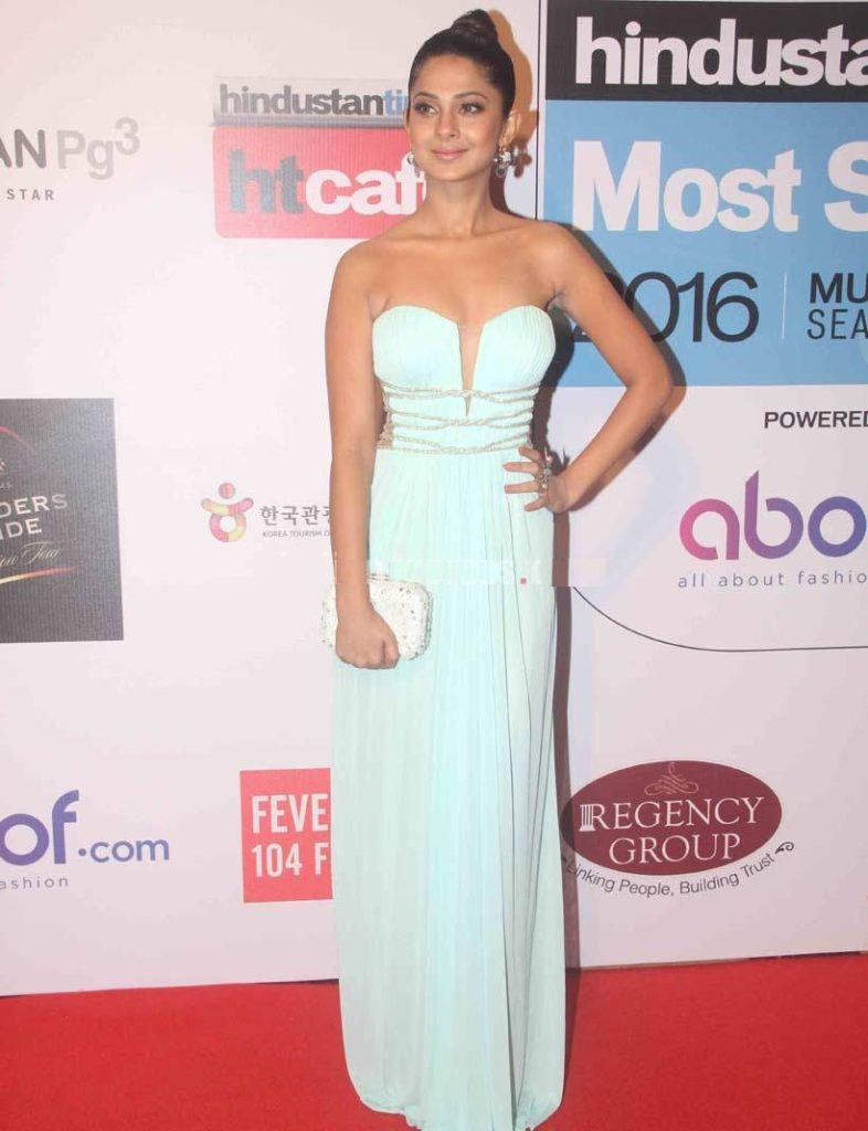 Jennifer Winget Hot Images At Award Show