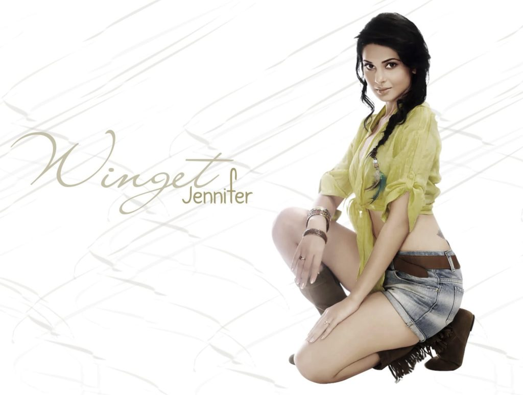 Jennifer Winget Hot & Sexy Navel Pics In Short Jeans & Bra