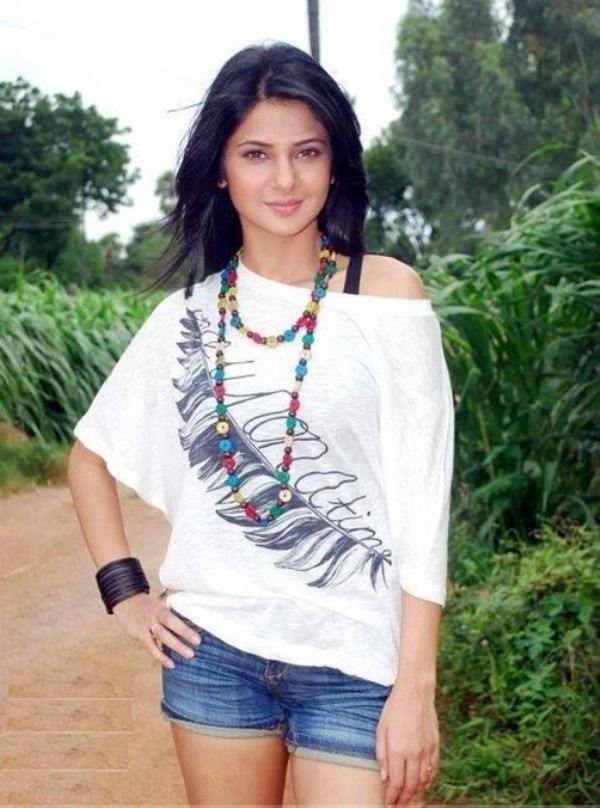 Jennifer Winget Sexy Pics In Short Clothes