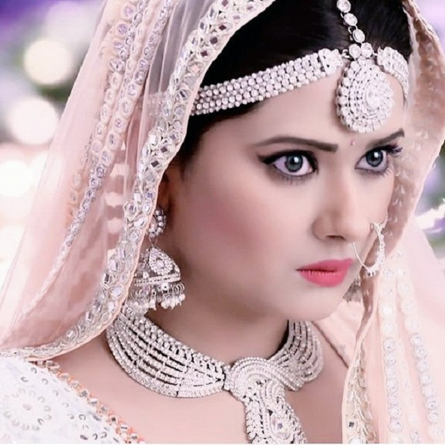Kratika Sengar HD Sexy Photoshoot In Indian Look