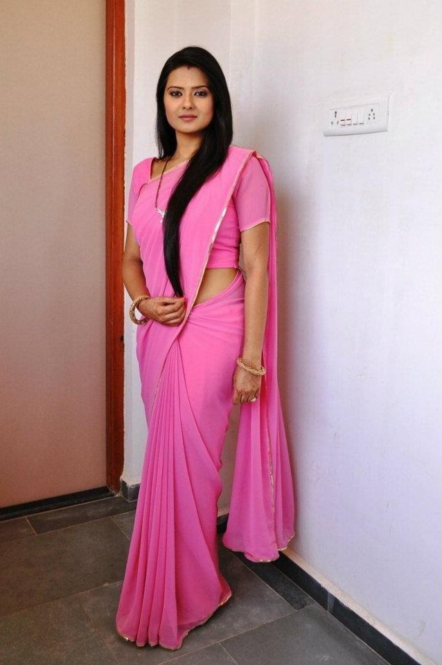 Kratika Sengar HD Sexy Pics In Saree