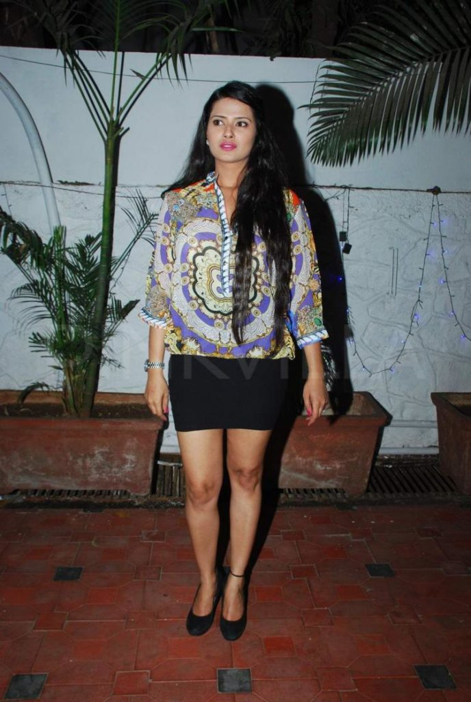 Kratika Sengar HD Sexy Pictures Gallery