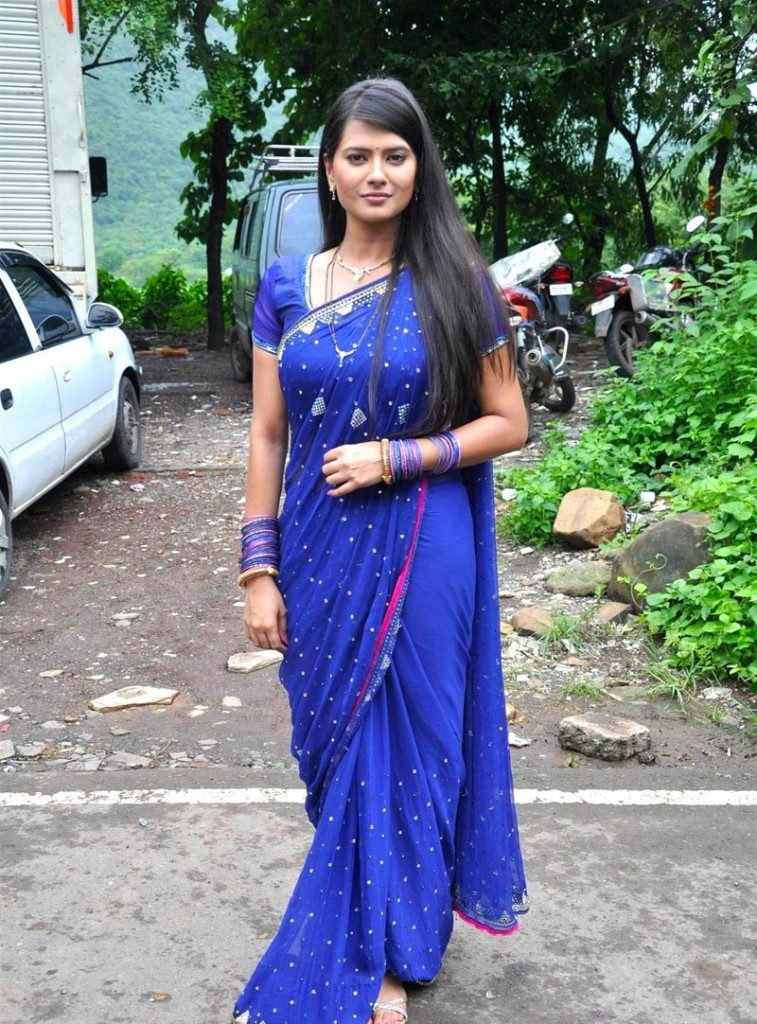 Kratika Sengar Hot Images In Saree