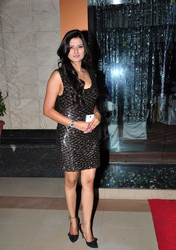 Kratika Sengar Hot Images In Short Clothes