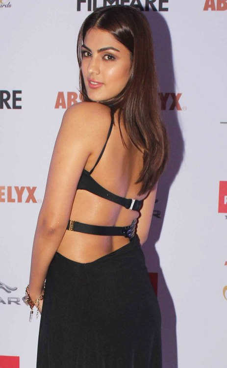Rhea Chakraborty HD Sexy Pics In Backless Clothes At Event