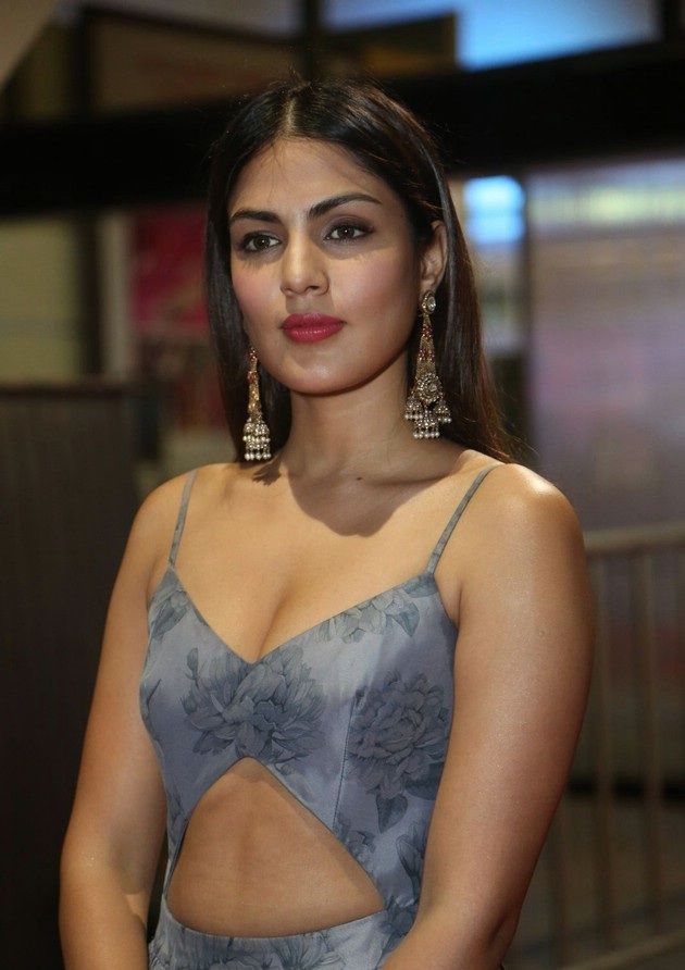 Rhea Chakraborty Hot Pictures At Award Show