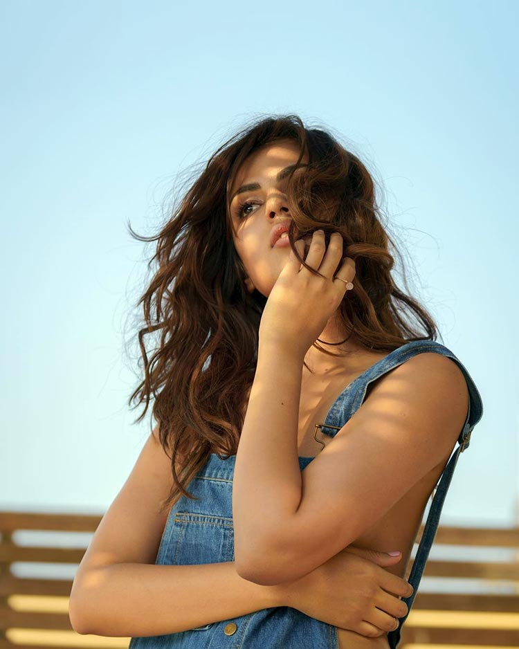 Rhea Chakraborty Latest New Hair Style Pictures