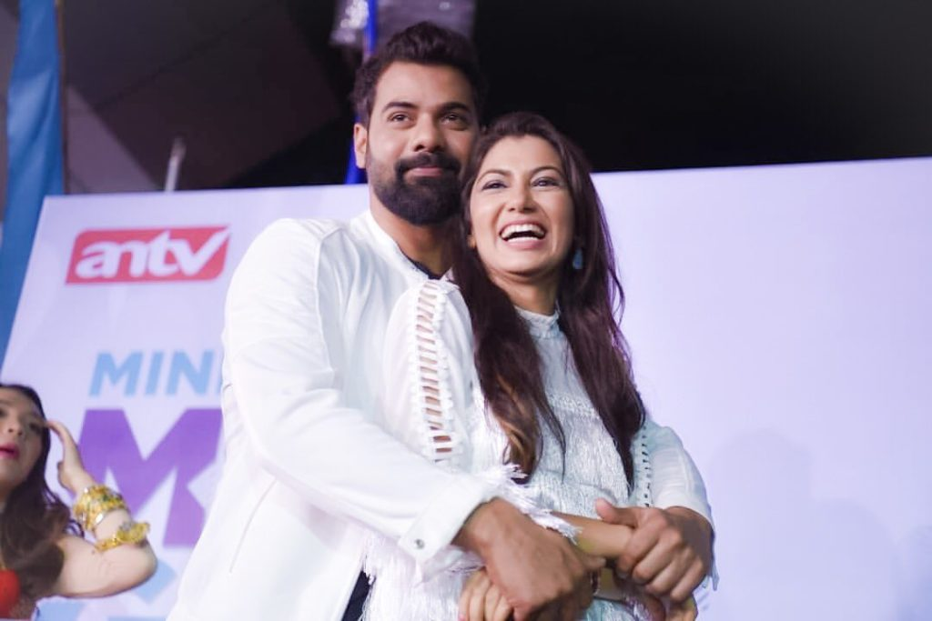 Sriti Jha Hot Pics With Shabir Ahluwalia At Event