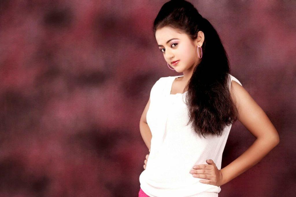 Television Actress Helly Shah Full HD Wallpapers