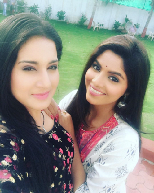 Aditi Rathore HD Wallpapers With Friend