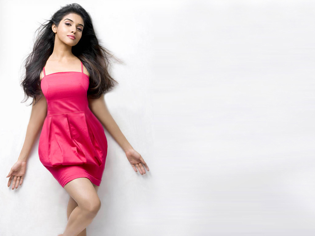 Asin Hot Boobs Showing Wallpapers