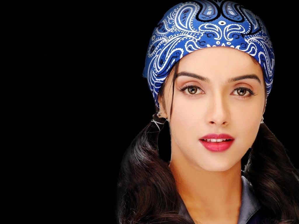 Asin Upcoming Movie Look Wallpapers