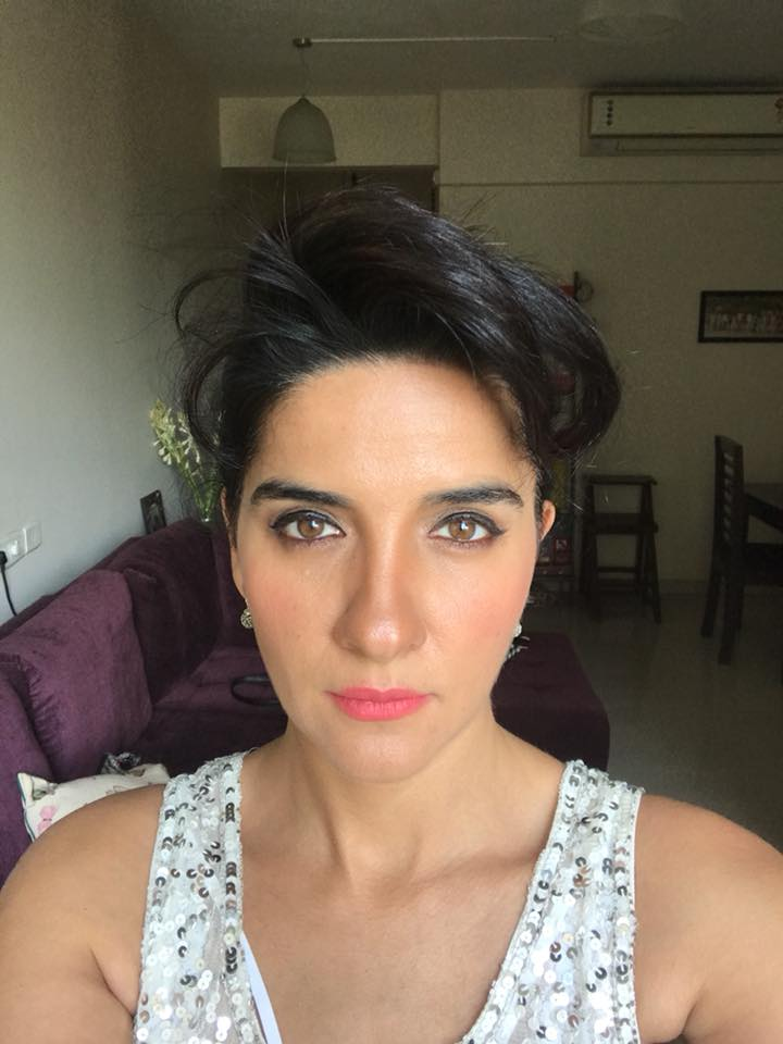 Beautiful Shruti Seth Sexy Photoshoot
