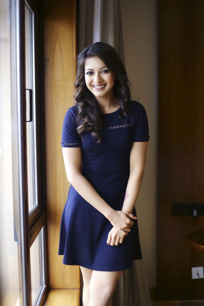 Catherine Tresa Hot HD Sexy Thigh Showing Images