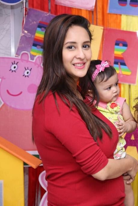 Chahat Khanna Cute Wallpapers Gallery
