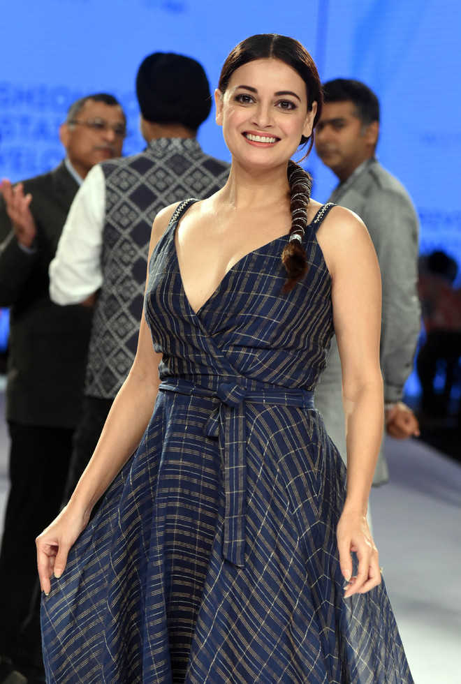 Dia Mirza Hot HD Sexy Pics At Rampwalk