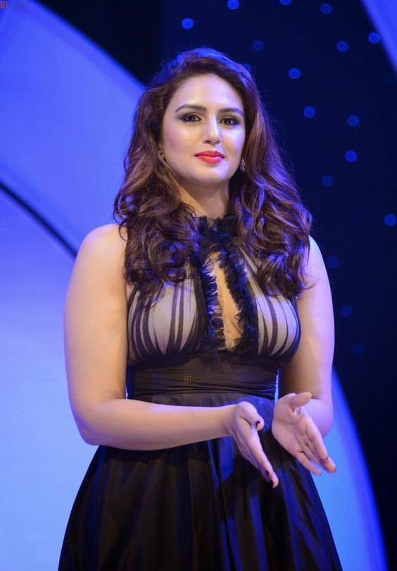 Huma Qureshi Hot HD Sexy Images At Event