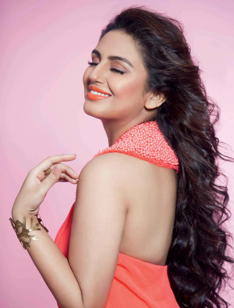 Huma Qureshi Hot Pictures In Backless Clothes