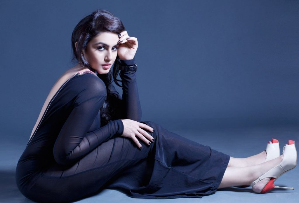 Huma Qureshi Sexy Pictures Gallery