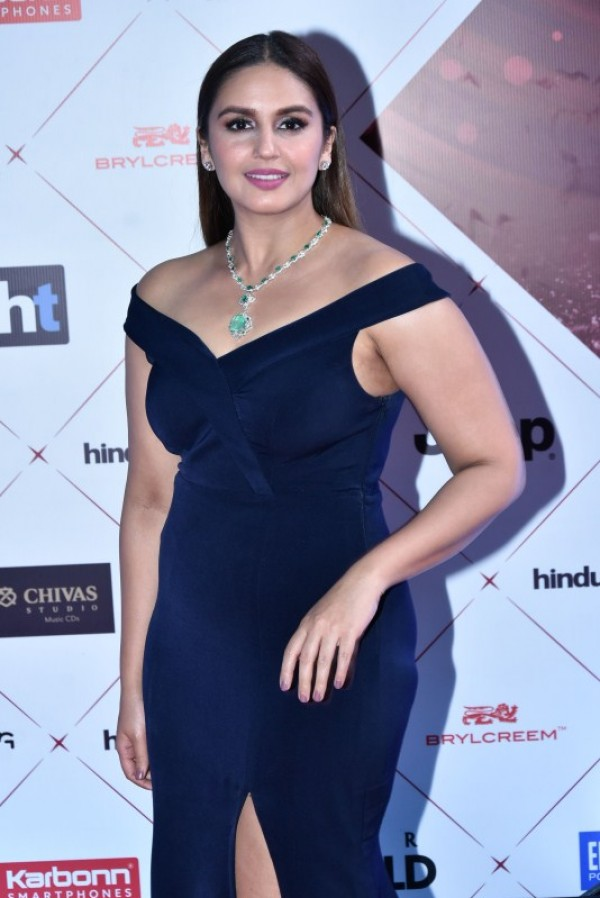 Huma Qureshi hot HD Pictures At Awards Show