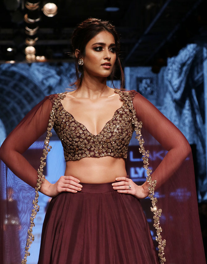 Ileana D'Cruz Spicy Navel Pictures At Rampwalk