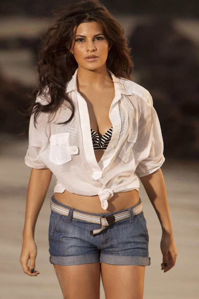 Jacqueline Fernandez HD Sexy Images In Shorts