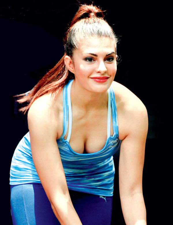 Jacqueline Fernandez Hot Pictures In Gym Clothes